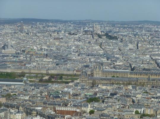 Museo Louvre y al fondo la Sacre Coeur