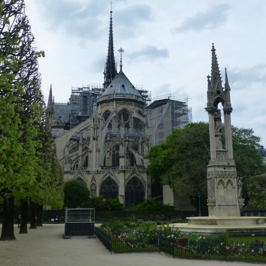 Parte de atrás de Notre Dame